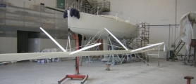 Verniciatura albero barca a vela